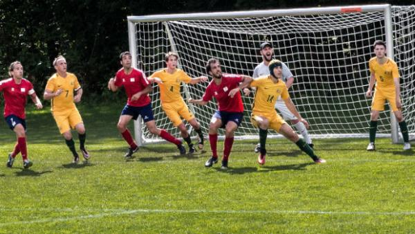 The Pararoos defend a corner against Spain.